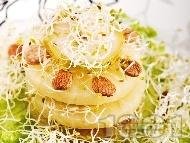 Салата с тиквички, круши, кълнове и бадеми